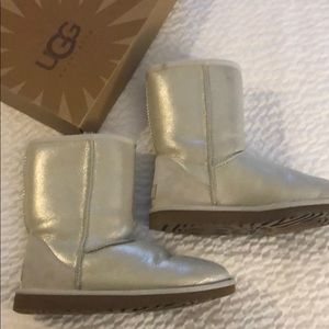 Ugg boots With pearlized color